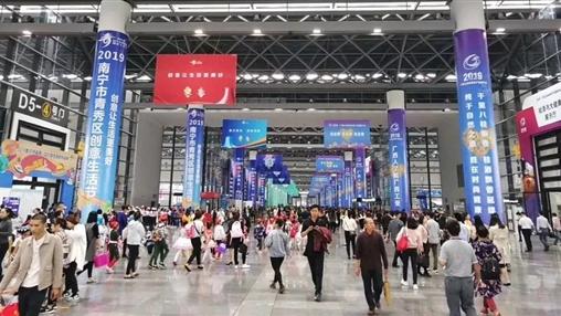伟德国际校园时代精品服饰亮相2019年广西工业和信息产品展示会